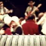 Musicisti che suonano una canzone
